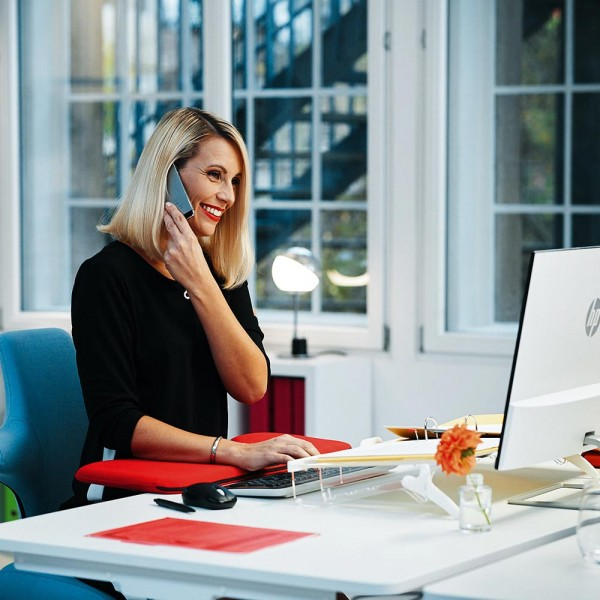 officeplus-ergonomische-armauflage-im-buero